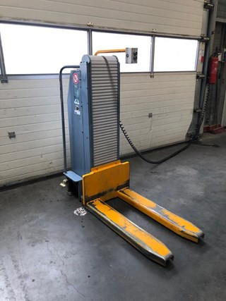 Butler 1200 pallet / stack lift Guillotines/Cutters