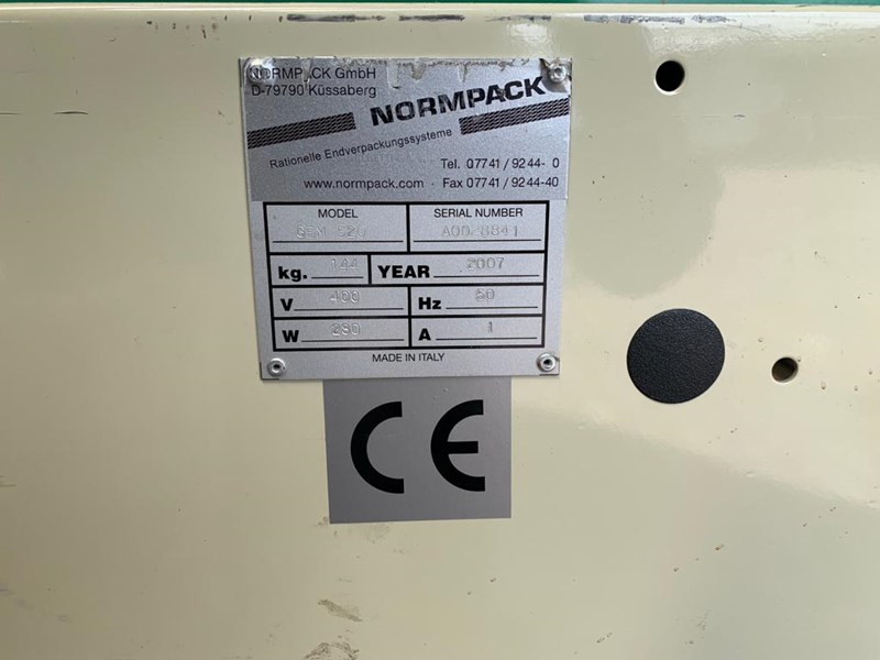 NormPack GEM 520 box closing machine