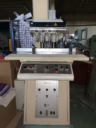 OMM (Bologna) 4 Spindle Nut- und Perforiermaschinen