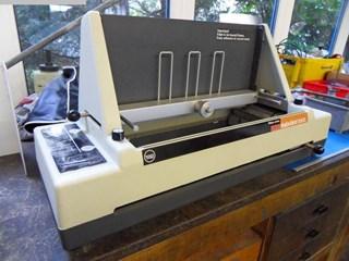 Wilson Jones Company Insta-bind 1000 Encuadernadoras rusticas de cola caliente o cola PUR; Encuadernación en rústica