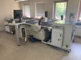 Redused price ! Full aut. cuting table Kongsberg I-EX10 Full automatik ind-feed, delivery,Wast seperator  Die Cutters - Automatic and Handfed