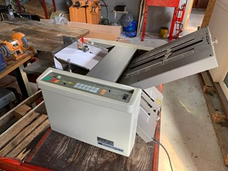 Uchida  F-40A paper folder Folding machines