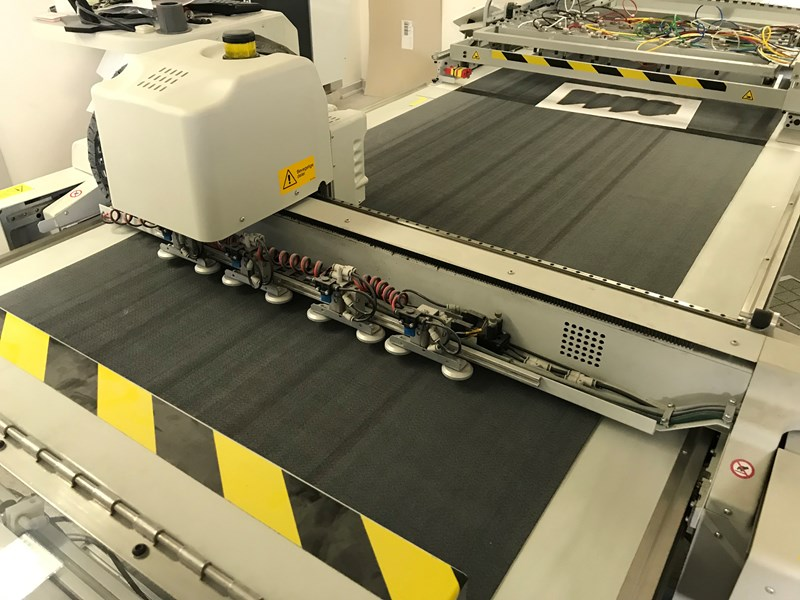 Reduced price ! Full aut. cuting table Kongsberg I-EX10 Full automatik ind-feed, delivery,Wast seperator