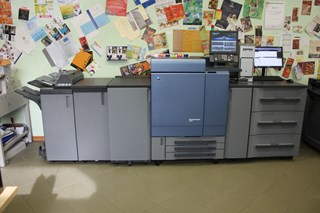 Konica Minolta Bizhub C8000  Máquinas para impresión digital