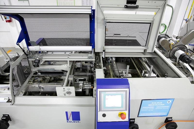 Kolbus SW.M 400 magnet inserter