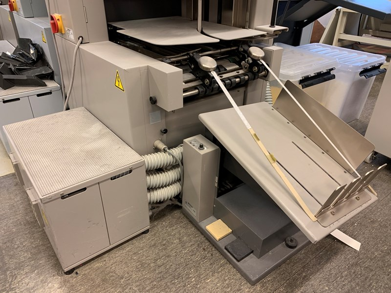Horizon Stitchliner 5500 with 3 x VAC 60 collators