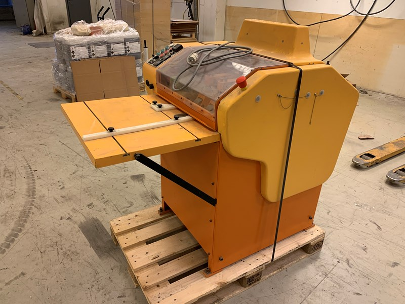 Societe Formfil Th. M.S. 3000 manually fed polypropylene welding machine,