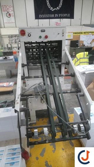 Rima RS 10. 9 inch Zusammentragmaschine - Sammel hefter